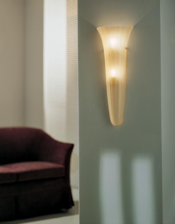 Grande applique  Goto ambre, cône de verre. Vistosi.