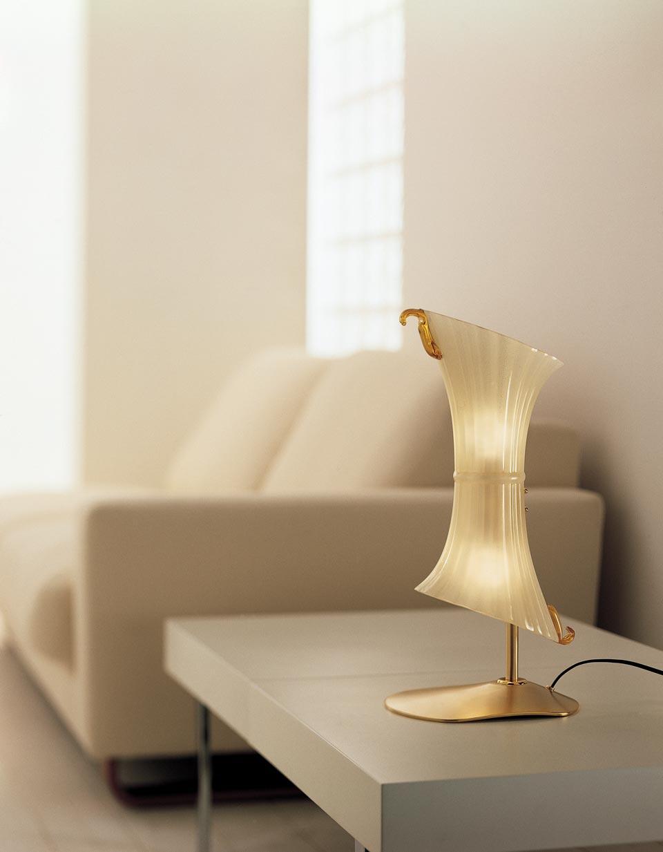 Lampe de table Laguna en verre Rigadin ambre incrusté de paillettes d