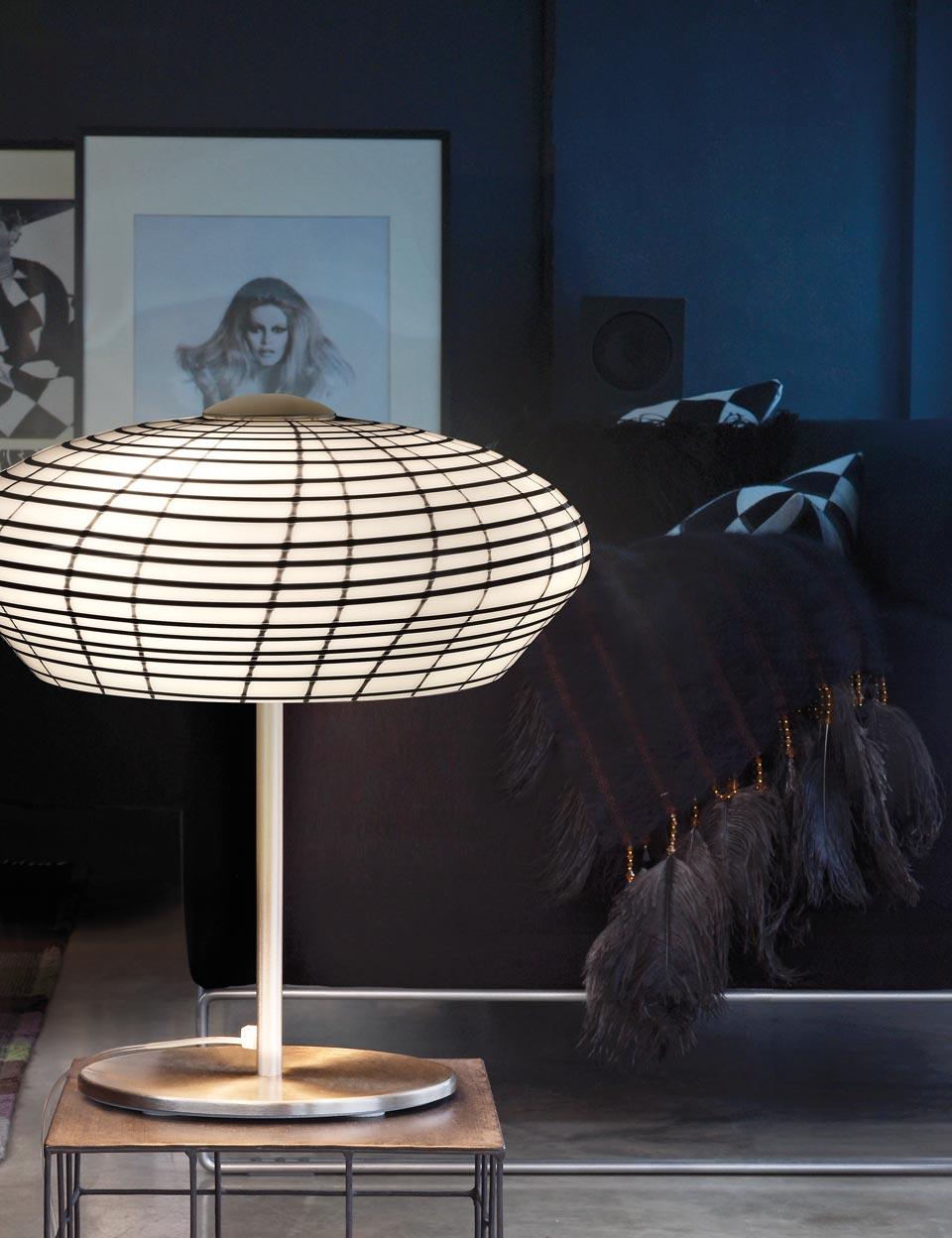 Lampe de table Yuba en cristal de Murano blanc et noir. Vistosi.