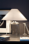 Lampe en cristal avec abat-jour en verre de Murano opale blanc Alega LT. Vistosi.